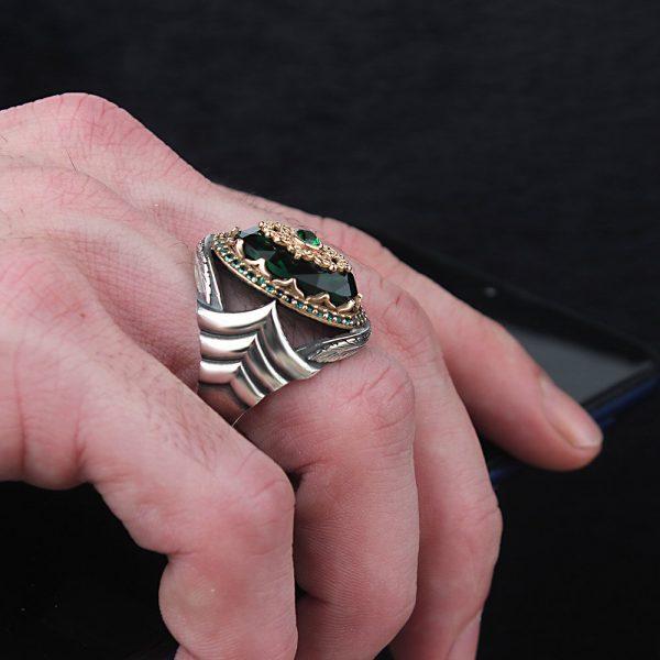 خاتم فضة بتصميم مميز عيار 925 مرصع بحجر زيركون الاخضر