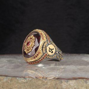 خاتم فضة عيار 925 مرصع بحجر الزيركون الاحمر مطلي مع نقش حرف على الجانبي