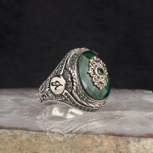 خاتم فضة عيار 925 مرصع بحجر الزيركون الاخضر مع نقش حرف على الجانبي