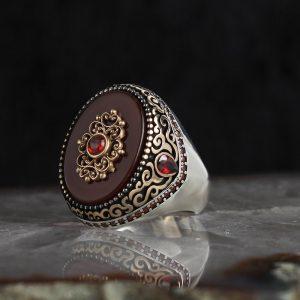 خاتم فضة عيار 925 مرصع بحجر العقيق الاحمر بتصميم مميز