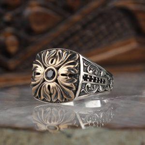 خاتم فضة عيار 925 مرصع بحجر الزيركون مع زخرفة امامية وجانبية