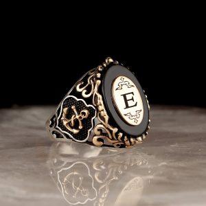 خاتم فضة عيار 925 مرصع بحجر اونكس مع كتابة حرف بشعار المرساة