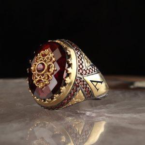 خاتم فضة عيار 925 مرصع بحجر الزيركون الاحمر مطلي مع كتابة حرف