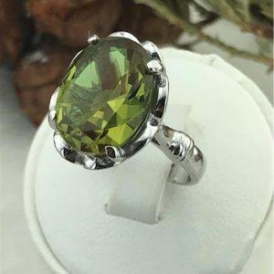 خاتم فضة نسائي عيار 925 موديل الزهرة مرصع بحجر السلطانيت يتغير لونه حسب الإضاءة
