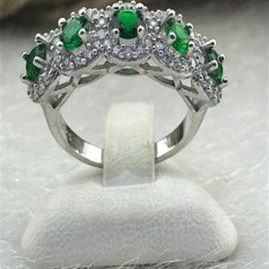 خاتم فضة نسائي عيار 925 مرصع بخمس أحجار زيركون اخضر بموديل زهرة البابونج
