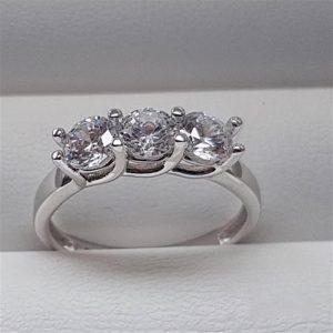 خاتم فضة نسائي عيار 925 مرصع بأحجار الزيركون