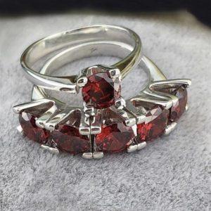 خاتم خمس احجار مع خاتم حجر واحد فضة نسائي عيار 925 مرصعين بأحجار الزيركون الاحمر