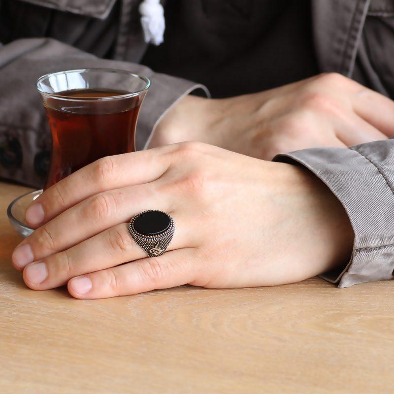عرض خاتم فضة عيار 925 مرصع بحجر عقيق الاونكس مع مسباح كركوشة فضة عيار 925 بخرز اونكس مع كتابة أسم بتصميم مميز
