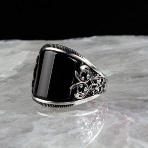 خاتم فضة عيار 925 مرصع بحجر اونكس بتصميم أنيق