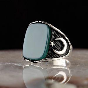 خاتم فضة عيار 925 مرصع بحجر العقيق الاخضر بتصميم أنيق