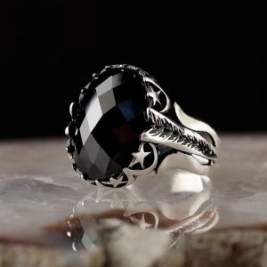 خاتم فضة عيار 925 مرصع بحجر الزيركون بتصميم مميز