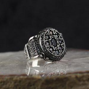 خاتم فضة عيار 925 مرصع بأحجار الزيركون الاسود بتصميم أنيق