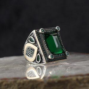 خاتم فضة عيار 925 مرصع بحجر الزيركون الاخضر بتصميم أنيق