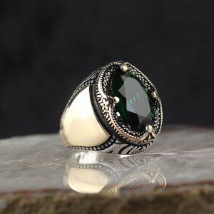 خاتم فضة عيار 925 مرصع بحجر الزيركون الاخضر بتصميم مميز