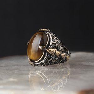 خاتم فضة رجالي عيار 925 مرصع بحجر عين النمر واحجار زيركون على جانبي الخاتم